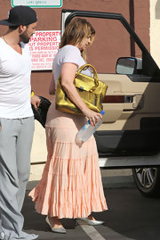 Kirstie Alley complemented her laid-back outfit with a glam metallic gold tote during 'DWTS' practice.