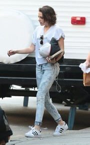 Kristen Stewart teamed her tee with a pair of acid-wash skinny jeans by Big Star.