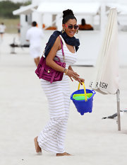 La La Anthony looked a little too stylish on the beach with this fuchsia leather bag and maxi dress combo.