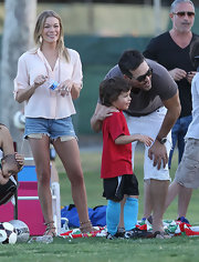 LeAnn Rimes showed off her toned and tan legs in a pair of distressed cut-off shorts with exposed pockets.