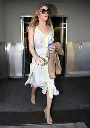 LeAnn Rimes paired her chic dress with nude wedges.