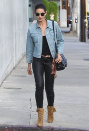 Lily Aldridge styled her look with a studded black shoulder bag by Saint Laurent.