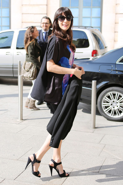 More Pics of Liv Tyler Strappy Sandals (1 of 15) - Strappy Sandals Lookbook - StyleBistro