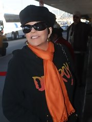 Liza Minelli wore a pair of oval sunglasses to LAX.