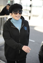 Liza Minnelli arrived in London in a comfy outfit featuring a 'Drop Dead Diva' hoodie.