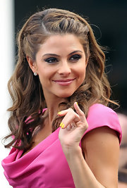 Maria Menounos swept on a buttery yellow shade of polish while for an appearance on 'Extra.'