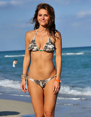 Maria Menounos wore a ruffled snakeskin print bikini on the beach in Miami.