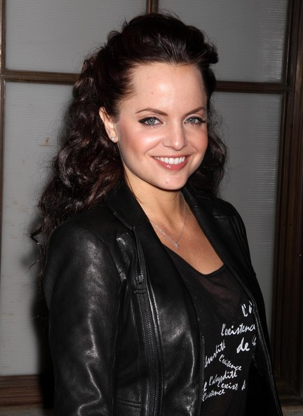 Mena Suvari Half Up Half Down