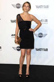 The sheer draped one-shoulder detailing on Sarah Felberbaum's dress added a modern twist to her LBD.