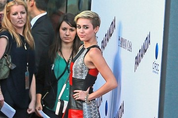 Miley Cyrus Liam Hemsworth Miley Cyrus and Liam Hemsworth Make Red Carpet Appearance — Part 2