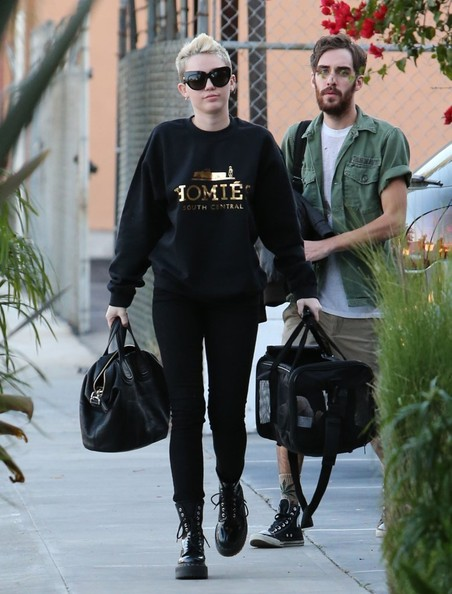 Miley Cyrus kept her pup comfy in a roomy duffle.