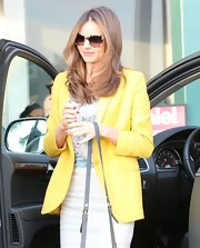 Miranda Kerr accessorized with a pair of Stella McCartney tortoiseshell sunglasses.