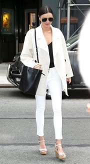 For her arm candy, Miranda Kerr chose a black Mansur Gavriel leather bucket bag.