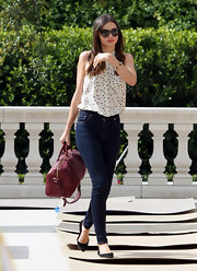 Miranda Kerr streamlined her street style with a pair of dark denim skinny jeans.