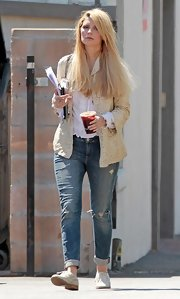 The actress paired her cuffed boyfriend jeans with oxfords and completed the look with a printed blazer.