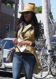 Naomia Campbell wore this oversize bucket hat while out in Beverly Hills.