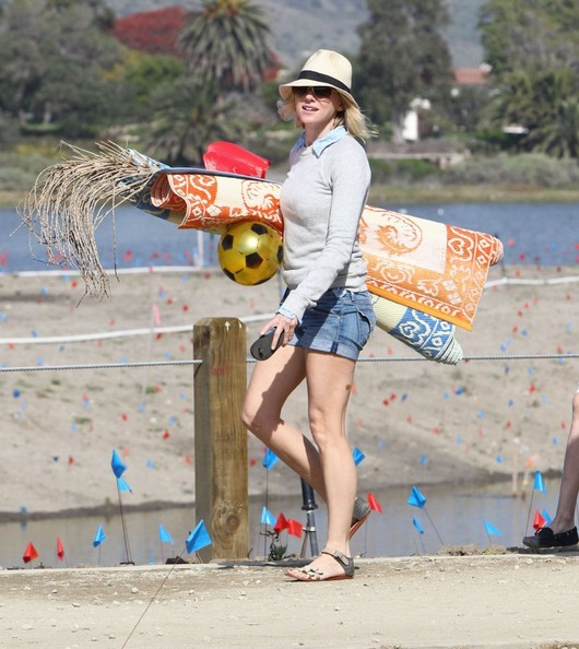 More Pics of Naomi Watts Denim Shorts (1 of 54) - Naomi Watts Lookbook - StyleBistro