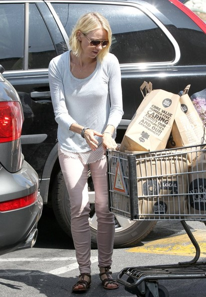 More Pics of Naomi Watts Long Sleeve T-Shirt (1 of 16) - Naomi Watts Lookbook - StyleBistro