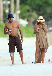 Alicia covered up on the beach with this long draped cardigan.