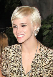 Ashlee Simpson showed off a sweet short 'do while out with gal pal Nicky Hilton.
