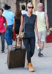 Nicky Hilton teamed her tee with black skinny jeans by Rag & Bone.