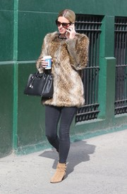Nicky Hilton completed her outfit with beige suede ankle boots by Saint Laurent.