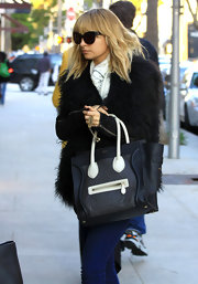 Nicole Richie paired her luxurious street style with an on trend leather color-block tote.