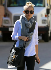 Nicole Richie wore this gray solid scarf after her workout.