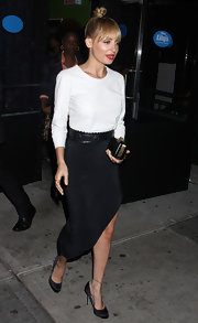 Nicole accessorized with classic black satin pumps.