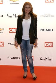 Sophia rocks this super current leather blazer with skinny jeans.