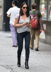 Olivia's super dark skinny jeans showed off her toned figure.