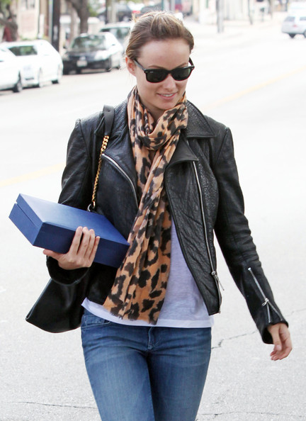More Pics of Olivia Wilde Canvas Shoes (1 of 30) - Olivia Wilde Lookbook - StyleBistro