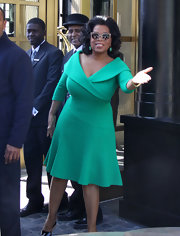 Oprah was dressed in gorgeous '60s style for a show taping to surprise military families with gifts. Amazing!