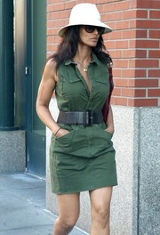 Padma Lakshmi cinched in her waist with an oversized black leather belt.