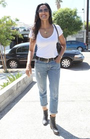 Padma Lakshmi tied her casual look together with a pair of black ankle boots.