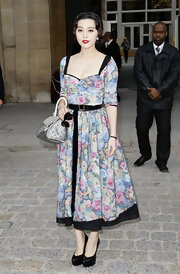 Fan Bingbing showed off her patent leather pumps while hitting the Louis Vuitton Spring 2011 fashion show.
