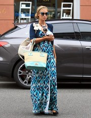 Paris Hilton completed her well-coordinated look with a two-tone straw and leather tote.