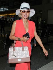 Paris Hilton finished off her airport look with a white Panama hat.