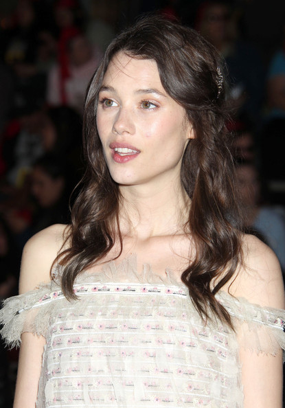 Astrid Berges Frisbey looked romantic wearing this half-pinned wavy 'do at the 'Pirates of the Caribbean: On Stranger Tides' world premiere.