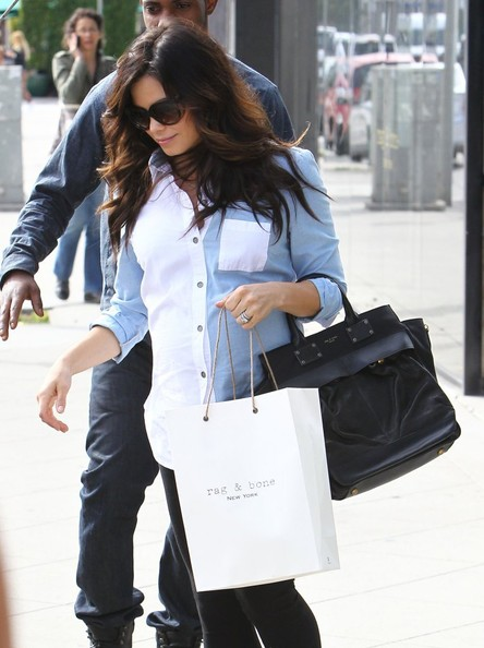 More Pics of Jenna Dewan-Tatum Button Down Shirt (1 of 28) - Jenna Dewan-Tatum Lookbook - StyleBistro