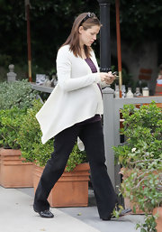 Jennifer Garner rocked her baby bump in a cozy shawl cardigan paired with classic black ballet flats.