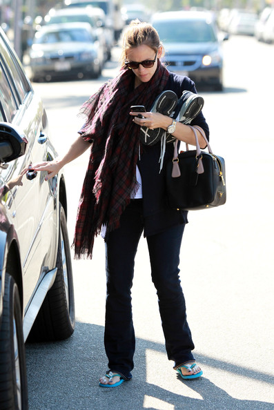 More Pics of Jennifer Garner Leather Tote (1 of 12) - Jennifer Garner Lookbook - StyleBistro