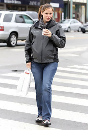 Jennifer Garner looked low-key as ever in a simple gray zip-up jacket and straight leg jeans.