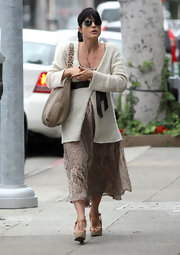 Selma Blair visited the nail salon in on trend tan espadrille wedges.