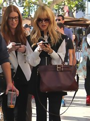 Rachel Zoe finished off her look with a brown leather bag.