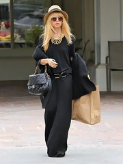 Rachel Zoe's draped black dress had a totally luxe look to it while still being super casual.