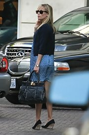 Reese is seen her arriving at her hotel in LA sportin her leather quilted Hermes bag.