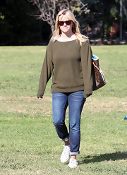 Reese's fitted boyfriend jeans were the perfect complement to her chic, easygoing sweater.