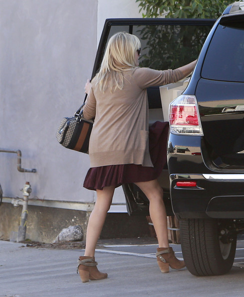 More Pics of Reese Witherspoon Cardigan (1 of 25) - Reese Witherspoon Lookbook - StyleBistro