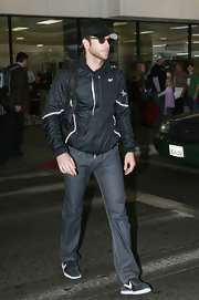 Bradley cruises through the airport in a pair of classic denim jeans.